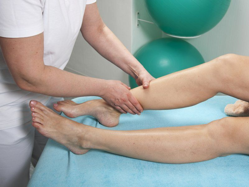 Диагностика и лечение потливости икр ног