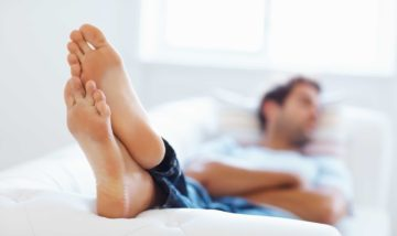 Повышенная потливость ног у мужчин - причины и методы лечения