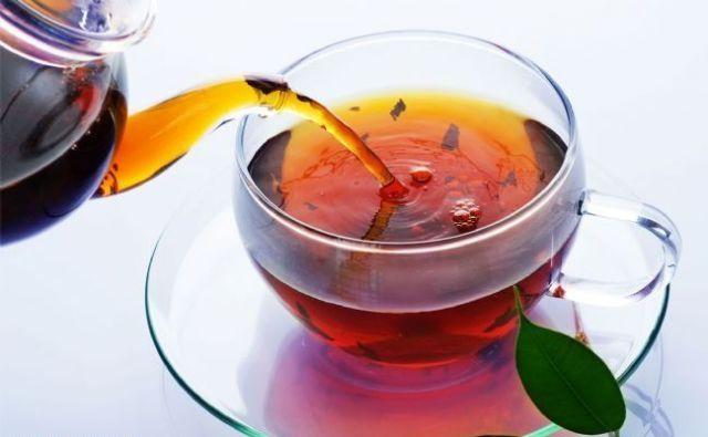 Пить крепкий чай