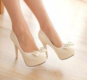 причины потливости ног у девушек