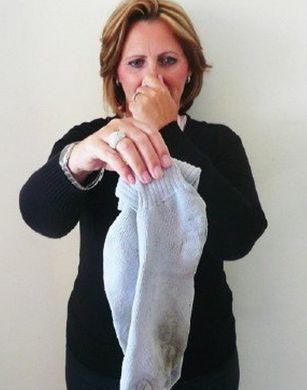 Почему носки пахнут