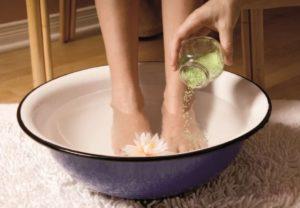 Запах ног у женщин причины и лечение