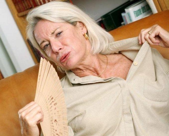 Бросает в жар причины у женщин 30. Женщину бросает в жар и в пот, в чем причина. Ощущение жара в теле при нормальной температуре