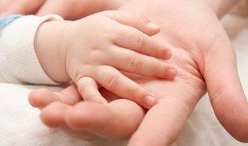 При температуре у ребенка ноги и руки холодные 🌡: почему и что делать?
