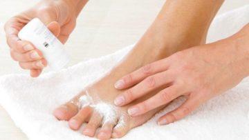 Лучше порошки и присыпки для ног от пота и запаха