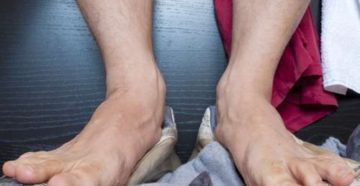 Сильно потеют ноги и пахнут что делать и как вылечить