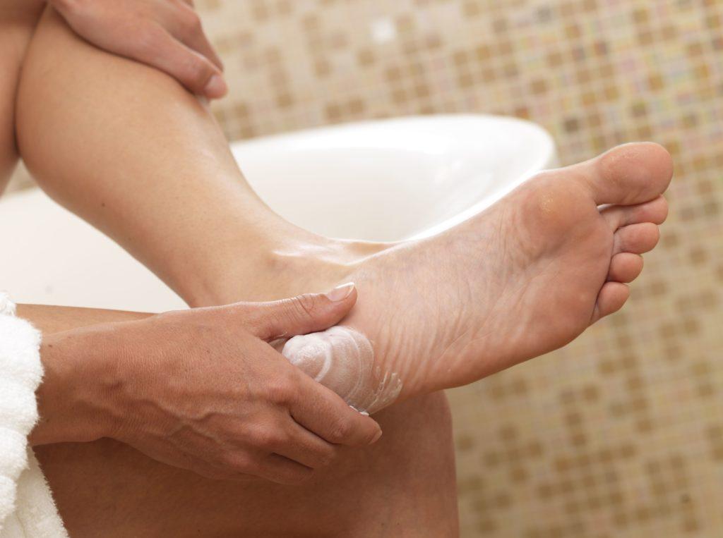 Косметические крема против запаха ног