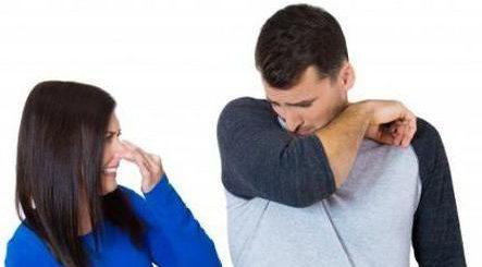 Запах пота под мышками: причины болезни, как избавиться