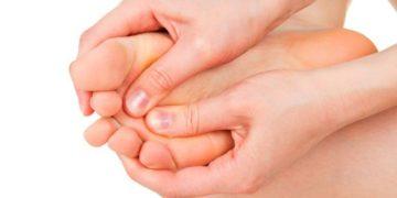 потеют и пахнут ног у ребенка от 2-х лет