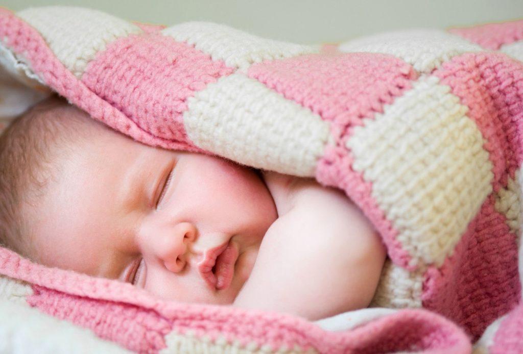 Почему ребенок потеет при температуре