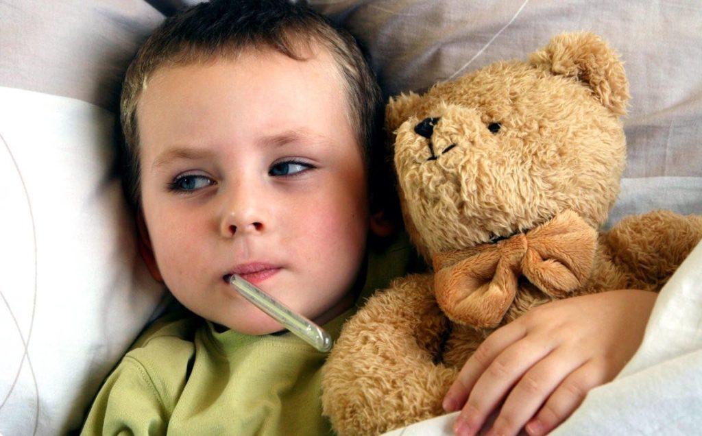 Ребенок потеет после принятия мер снижения температуры