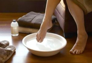 Использование уксусных и содовых ванночек
