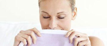 Как убрать запах пота на одежде