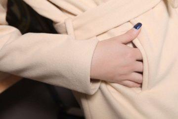 Как избавить пальто от запаха и пятен пота