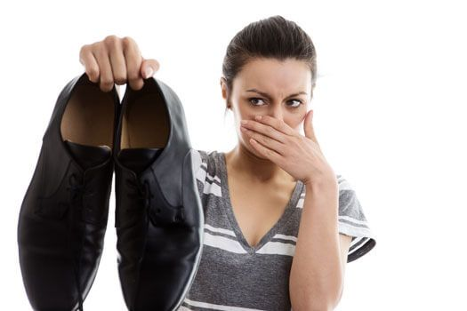Чем обработать туфли от запаха пота