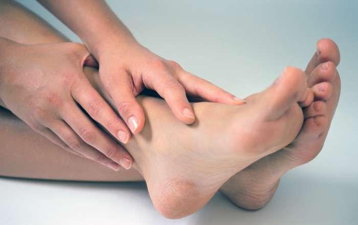 Как бороться с гипергидрозом ног